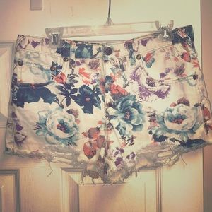 Free People distressed floral denim shorts 30 EUC